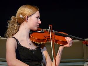 Elizabeth Mae playing violin in Middle school