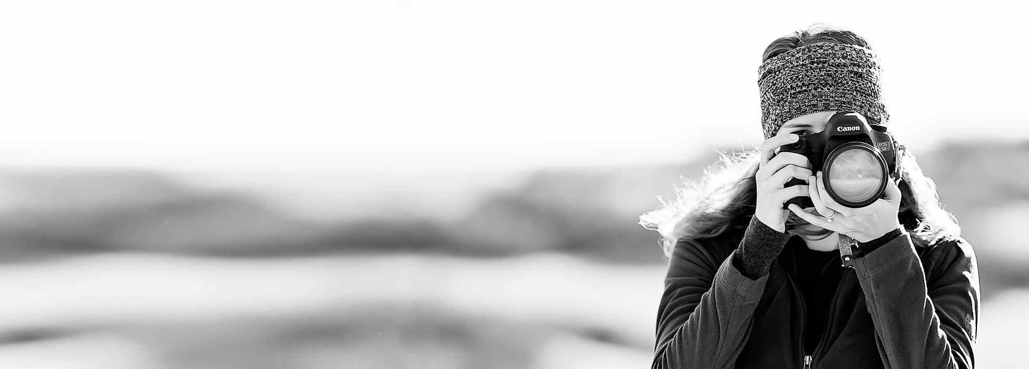 Colorado Adventure Elopement Videographer Elizabeth Mae Films a winter elopement